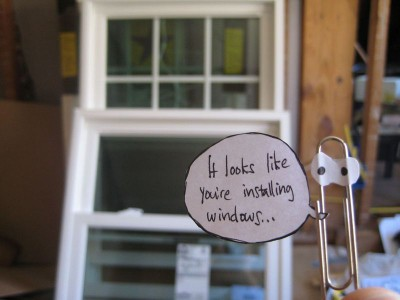 Paper clip in front of some unmounted windows saying: 'It looks like you are installing windows'
